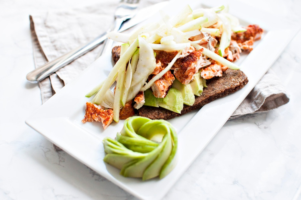 PULLED SALMON SANDWICH w/ APPLE AND FENNEL SALAD