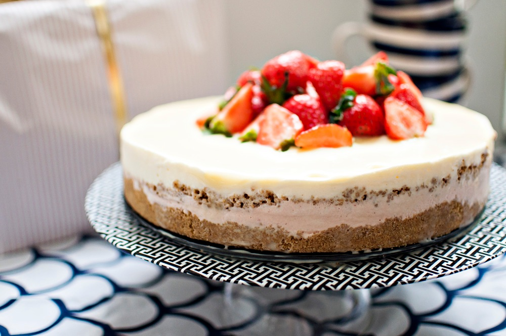 NO BAKE STRAWBERRY/ELDERFLOWER FROZEN CHEESECAKE